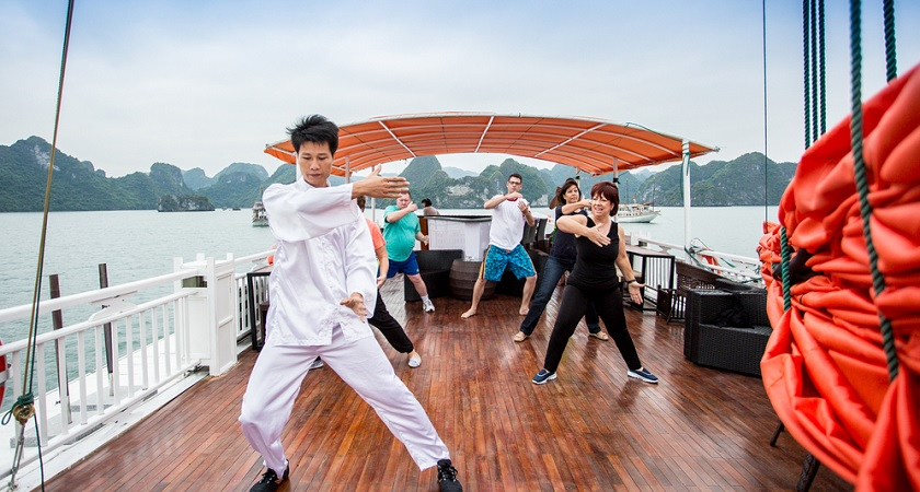 Tập taichi trên du thuyền