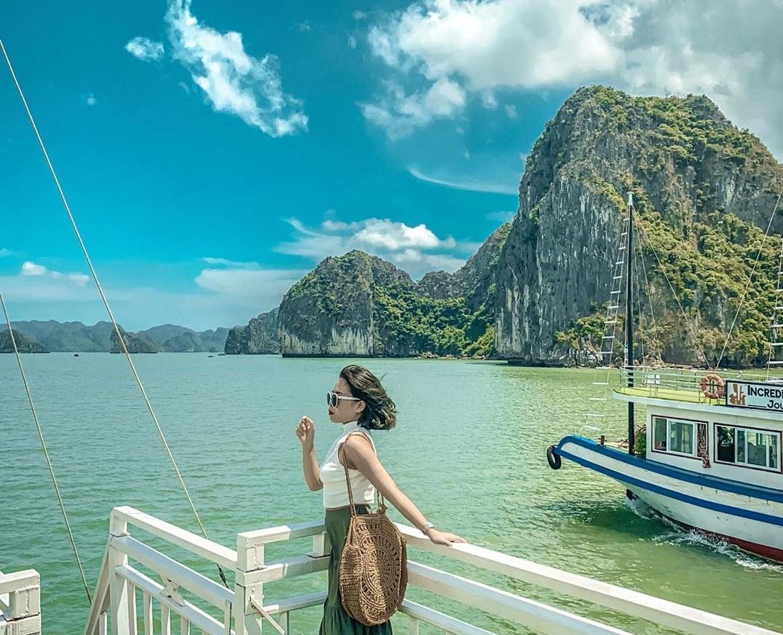 Du lịch Vân Đồn bằng vé máy bay Vietnam Airlines