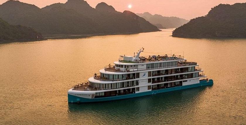 Du thuyền Capella Lan Hạ