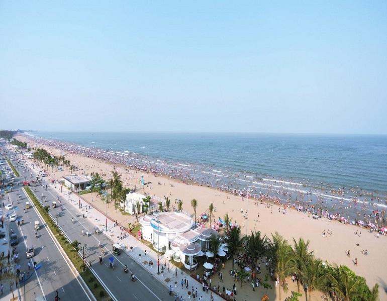 Biển Sầm Sơn - điểm du lịch biển thu hút hàng nghìn du khách