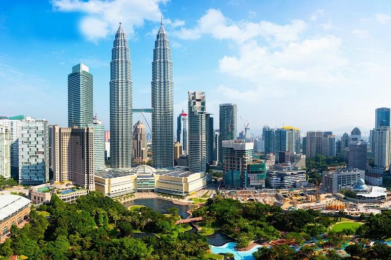 Tòa tháp đôi Petronas biểu tượng của Malaysia