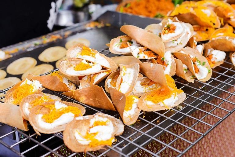 Khanom buang - Bánh xốp kem dừa nổi tiếng ở Phuket