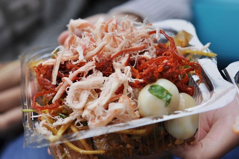 Đặc sản bánh tráng trộn Sài Gòn