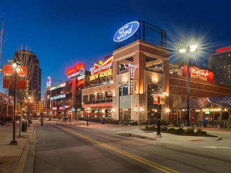 Thành phố St. Louis về đêm