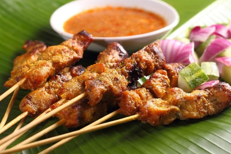 Món Satay Ayam đặc sản Indonesia
