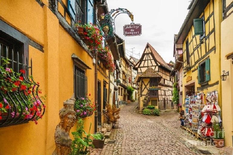 Làng cổ Eguisheim đẹp như tranh vẽ của Pháp