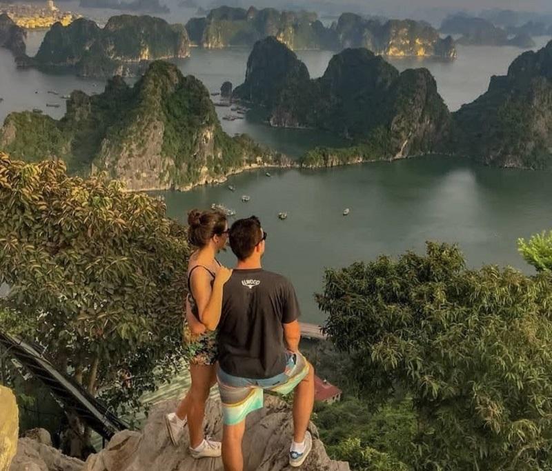 Đặt vé máy bay đi Vân Đồn khám phá vịnh Hạ Long
