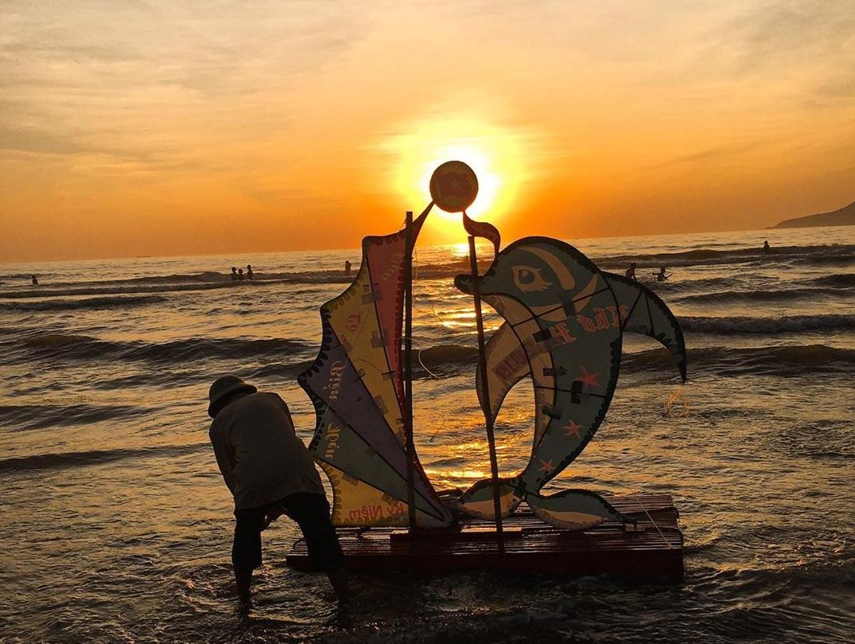 Đặt vé máy bay tới Vinh để trải nghiệm biển Cừa Lò