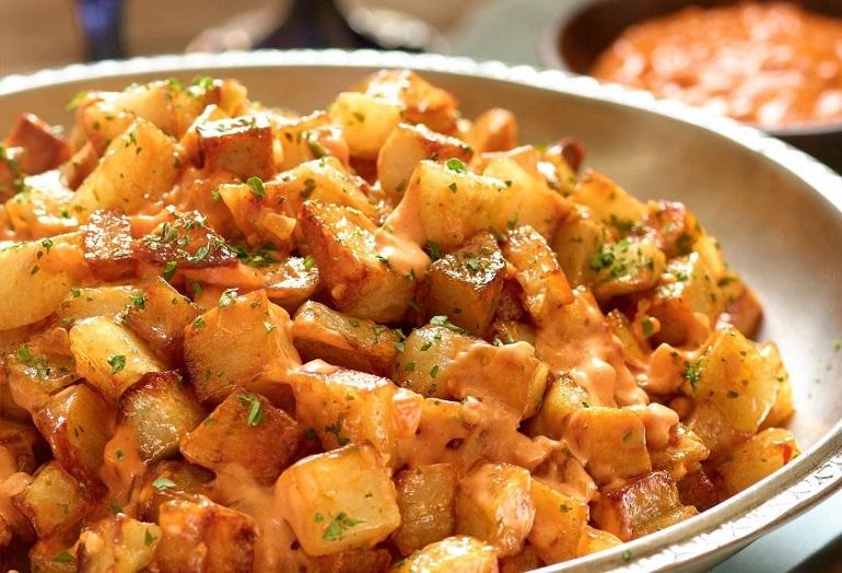 Món Patatas bravas