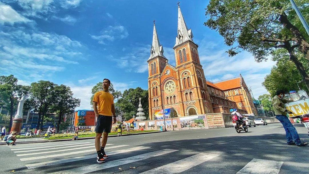 Đặt vé máy bay đi Sài Gòn tham quan Nhà thờ Đức Bà