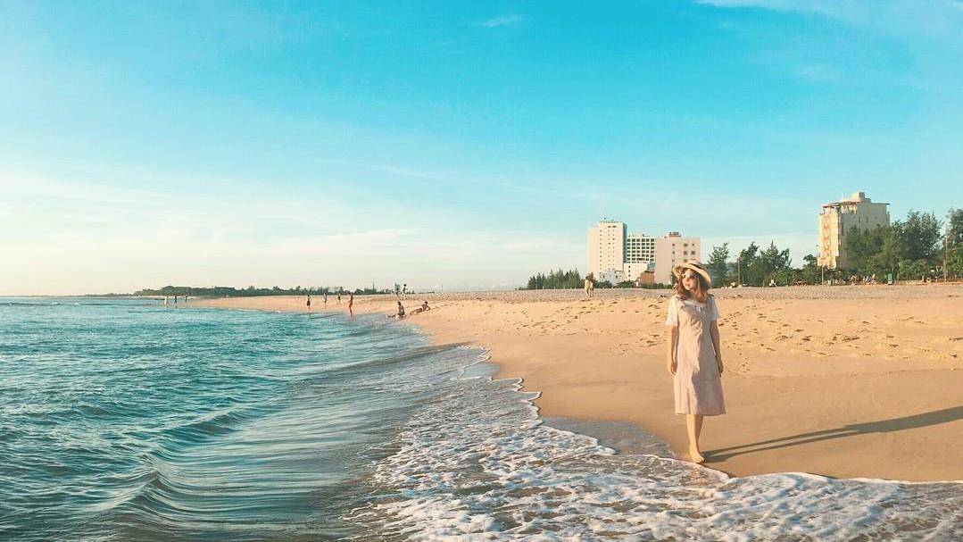 Đặt vé máy bay đi Đồng Hới du lịch bãi biển Nhật Lệ