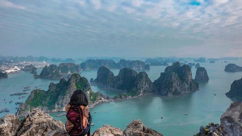 Đặt vé máy bay đi Vân Đồn giá rẻ tham quan địa danh Núi Bài Thơ (Hạ Long, Quảng Ninh)