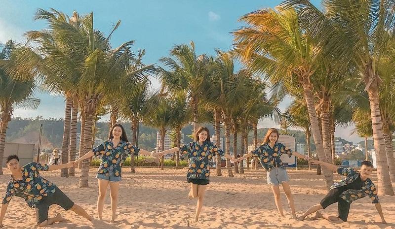 Bãi biển Bãi Cháy (Hạ Long, Quảng Ninh)