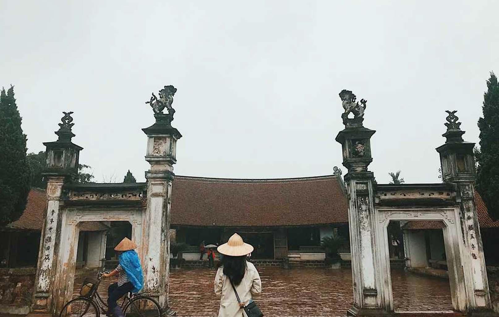 Cổng đình làng Mông Phụ