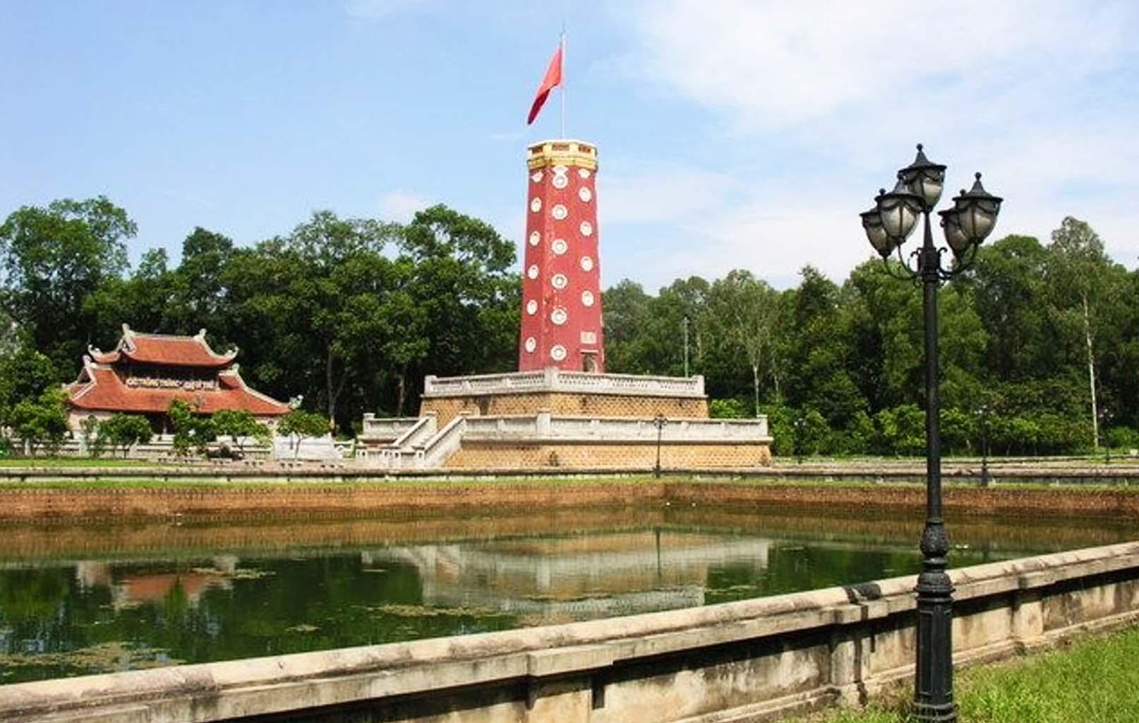 Kỳ đài trong thành Sơn Tây