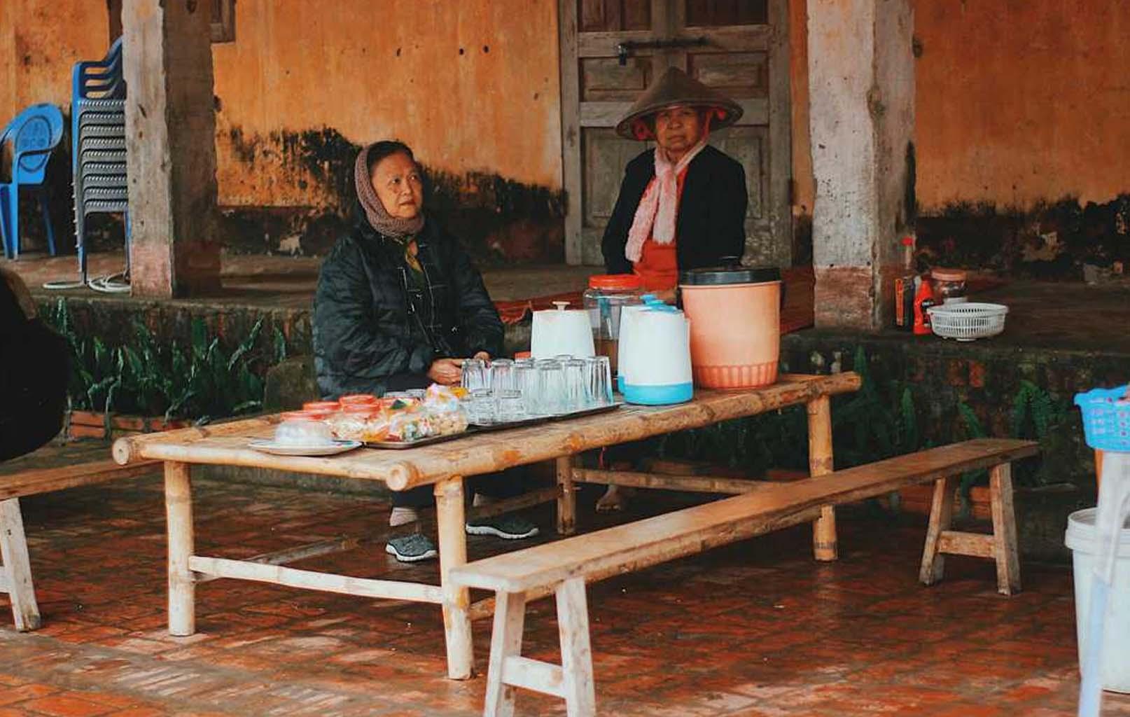 Quán nước ven đình làng