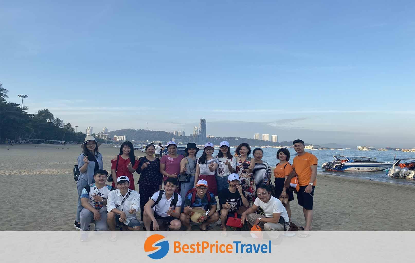 Khách hàng BestPrice tại bãi biển Pattaya