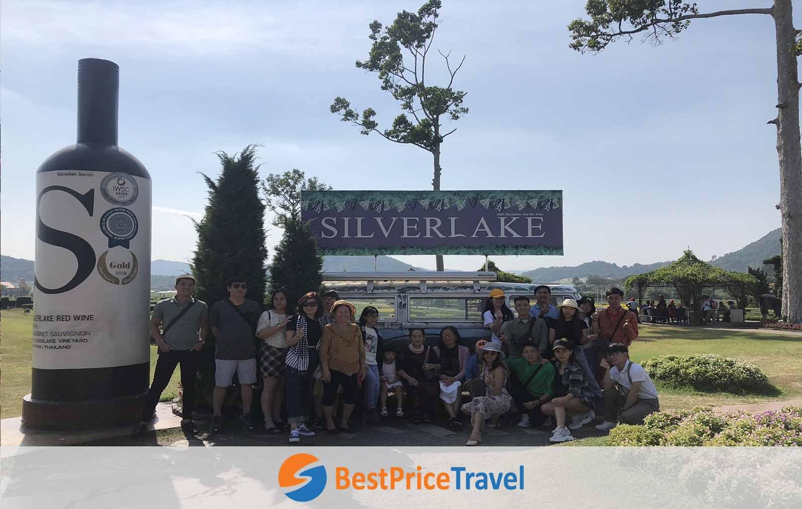 Hình ảnh khách hàng BestPrice tại vườn nho Silver Lake