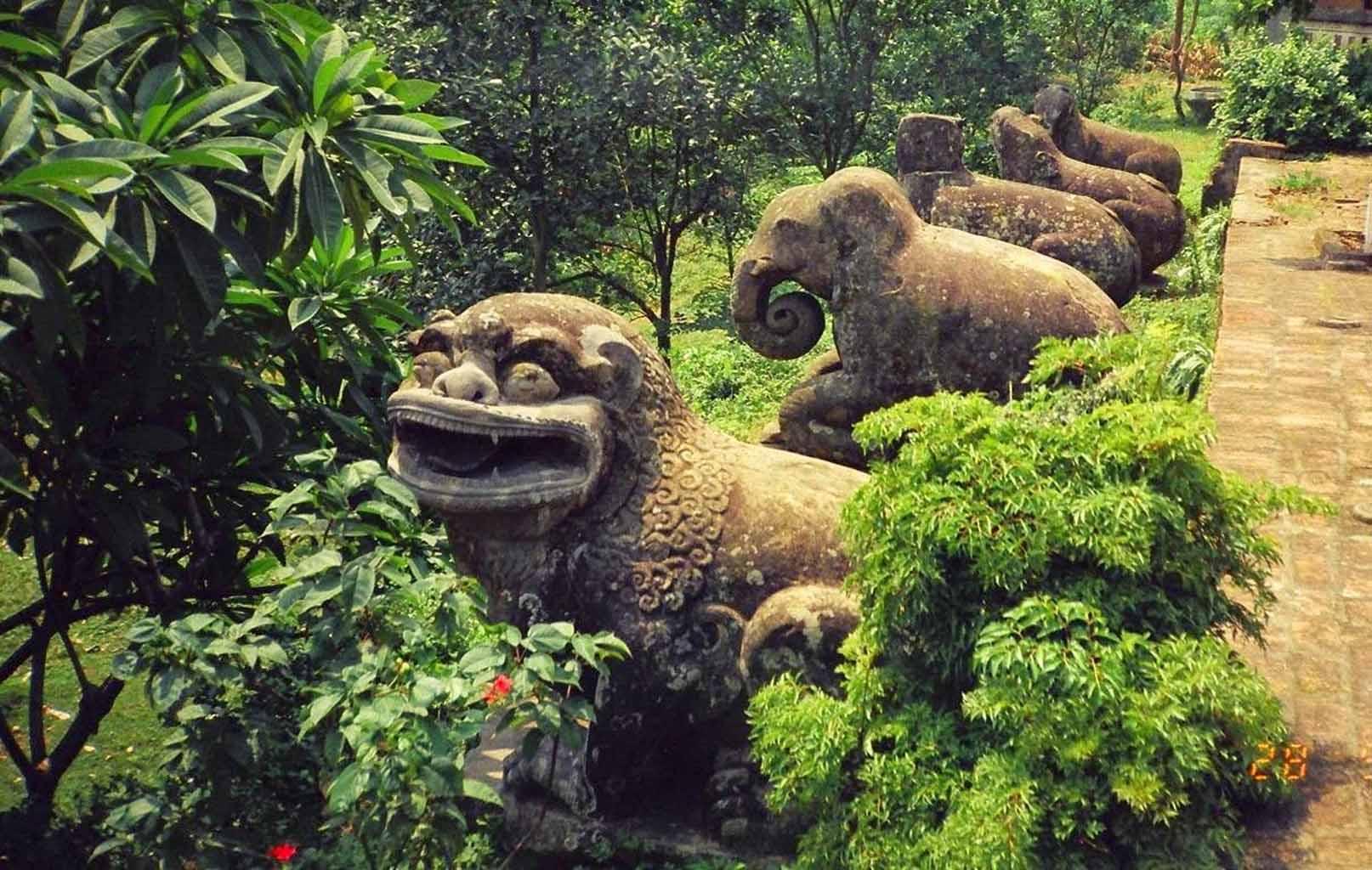 Các linh thú nghìn tuổi tại chùa Phật Tích
