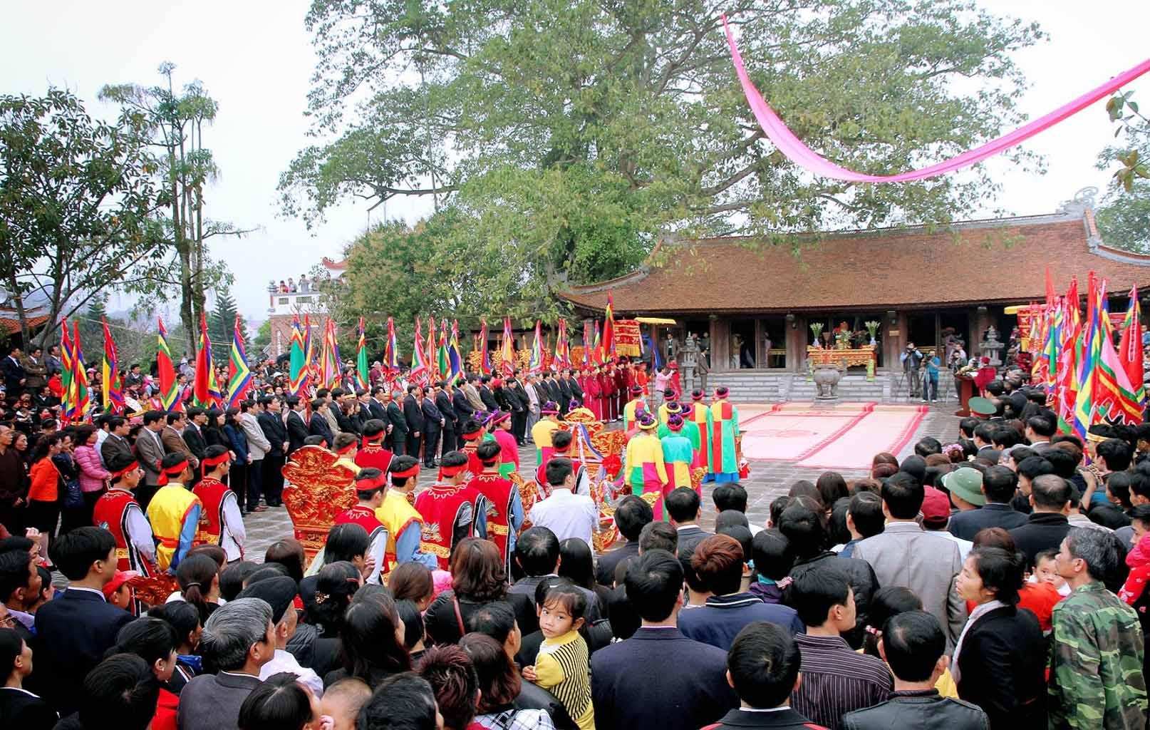 Lễ hội ở Đên Mẫu Âu Cơ