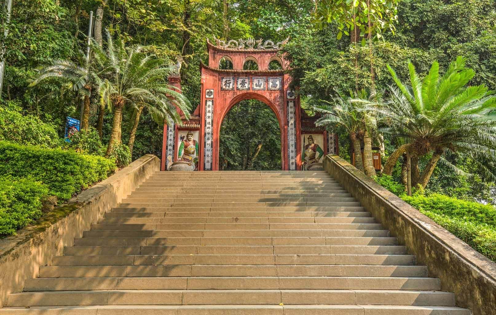 Lối vào Đền Hùng