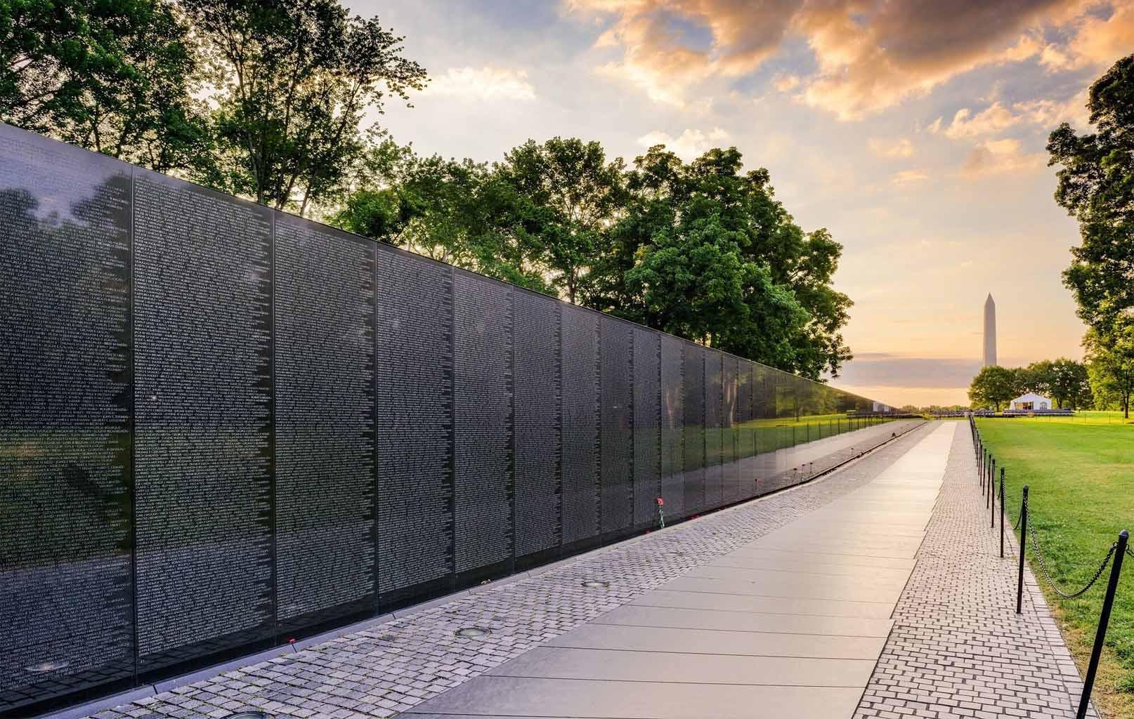 Black Wall - Vietnam Veterans Memorial - Bức tường chiến tranh Việt Nam