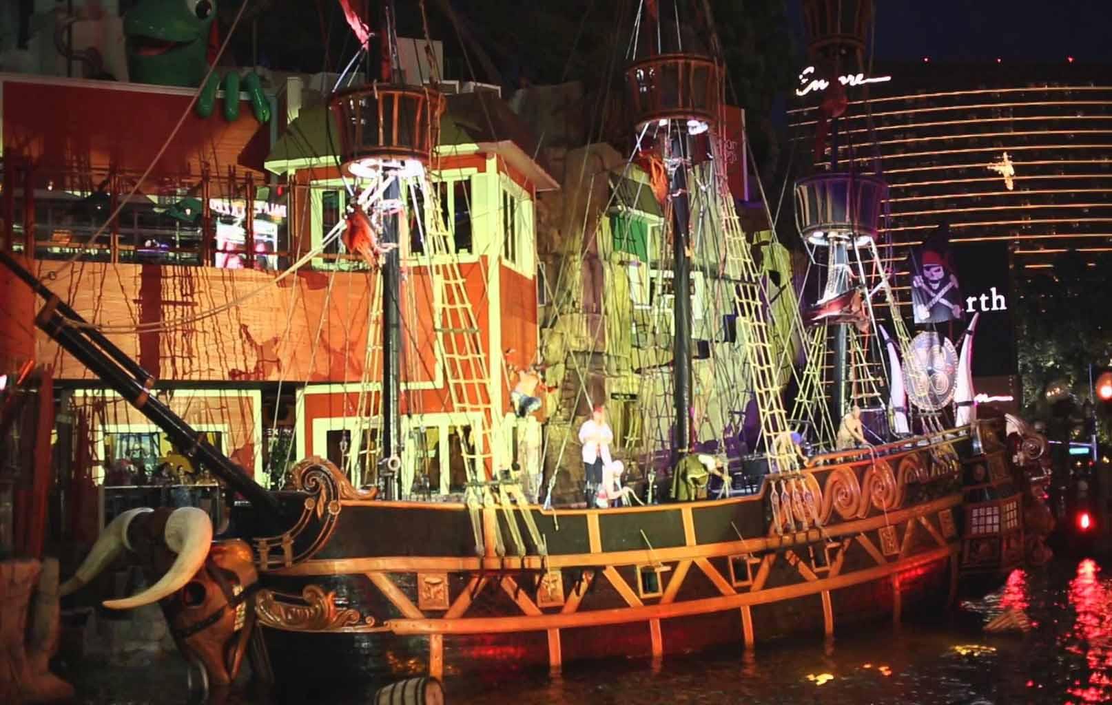 Show cướp biển