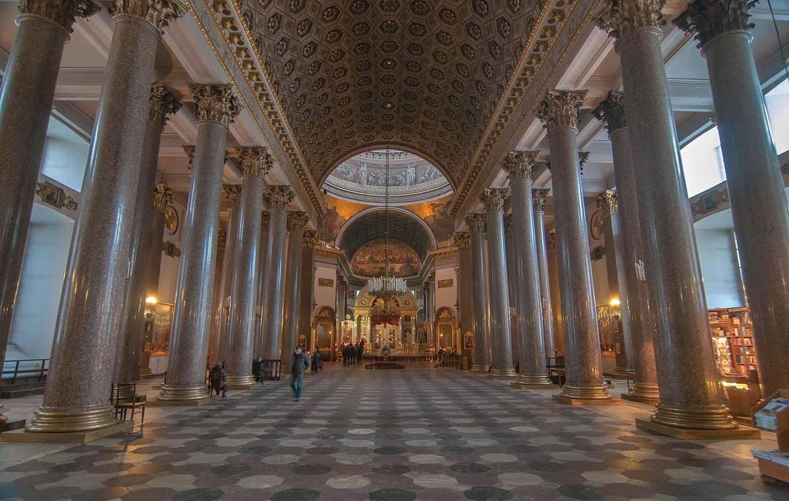 Bên trong Nhà thờ Kazanskiy