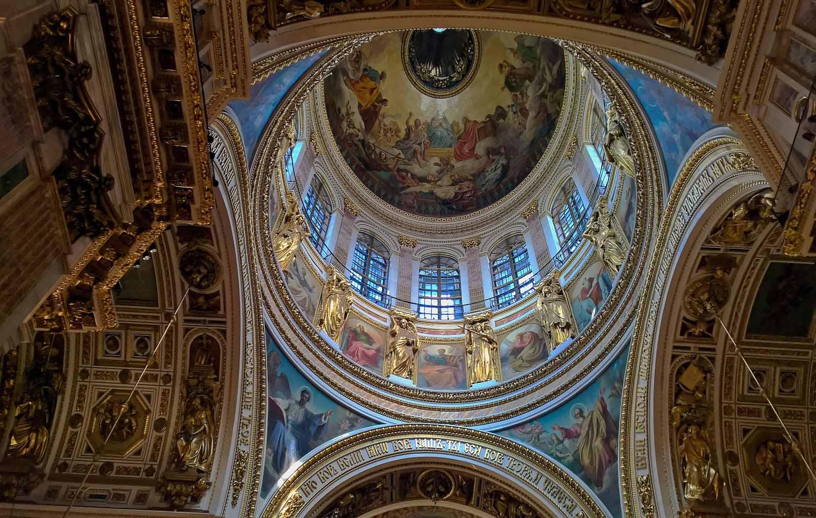 Bên trong Nhà thờ Thánh Isaac