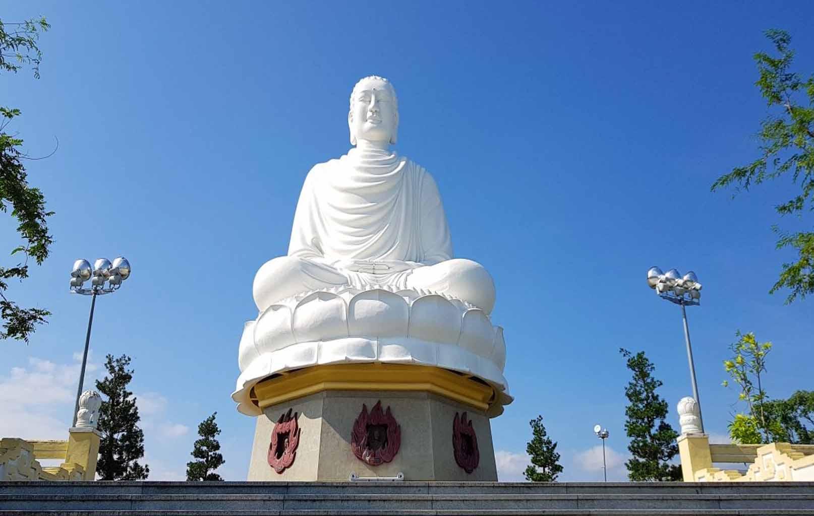 Bức tượng Kim Thân Phật Tổ chùa Long Sơn