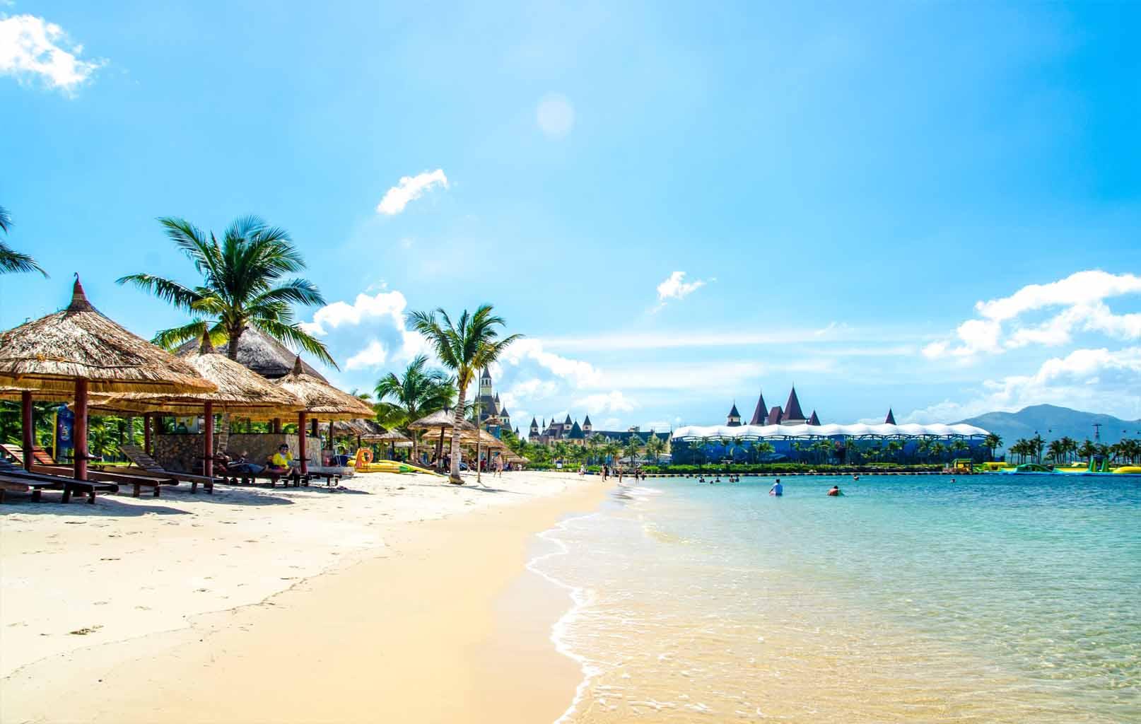 Tự do tắm biển Nha Trang
