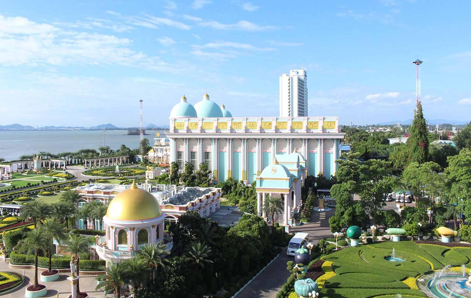 Toàn cảnh Lâu Đài Tỷ Phú (Baan Sukhawadee)