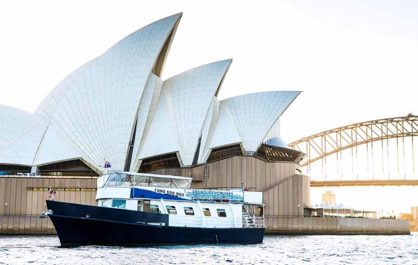 Đi phà trên Vịnh Darling Harbour